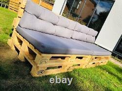 Deux Sofas Rustiques En Bois De Meubles De Palette De Jardin De Patio D'intérieur/extérieur